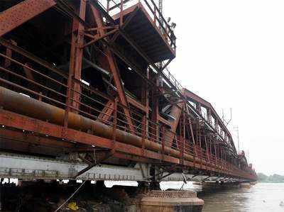 दिल्ली पर मंडरा है सबसे बड़ी बाढ़ का खतरा, लोहे का पुल ट्रैफिक के लिए बंद