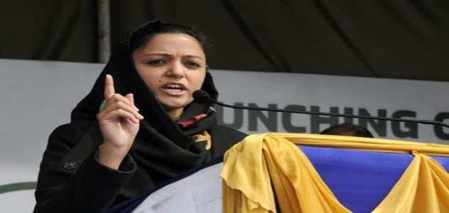 कश्मीर पर विवादित ट्विट्स: शहला रशीद के खिलाफ शिकायत दर्ज
