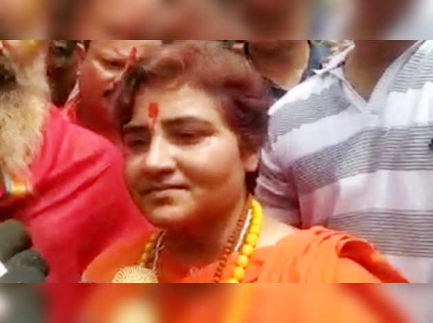 अनुच्छेद 370: शिवराज सिंह चौहान के बचाव में उतरीं BJP MP साध्वी प्रज्ञा ठाकुर