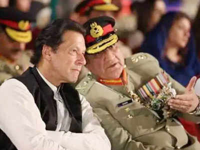 इमरान खान और जनरल बाजवा (फाइल फोटो)