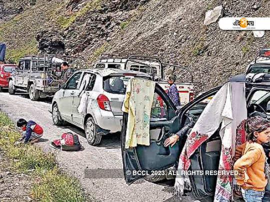Himachal Pradesh: 2,000 tourists stranded, death toll 25