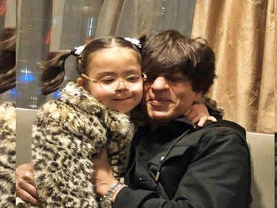 बच्ची के साथ शाहरुख