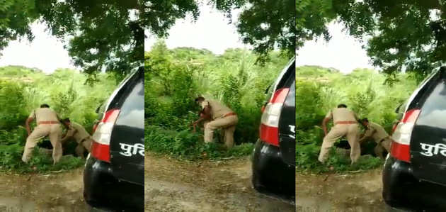 VIDEO: जब सरकारी गाड़ी में फ्रंट सीट के लिए भिड़ गए यूपी पुलिस के दो सिपाही