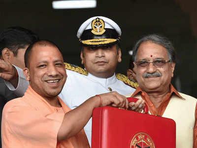 योगी आदित्यनाथ के साथ राजेश अग्रवाल