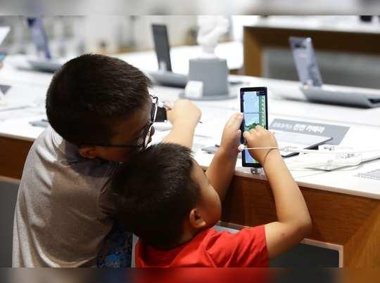 मुलांना जडले स्मार्टफोनचे व्यसन