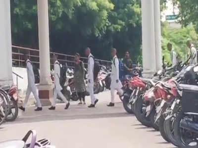 इटावा- सैफई मेडिकल कालेज में आया रैगिंग का मामला, 150 छात्रों के मुंडवाये सिर