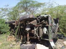 बाड़मेरः पहाड़ी से नीचे गिरा ट्रक, वायुसेना के तीन जवानों की मौत, तीन गंभीर