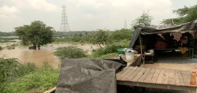 दिल्ली में घटा यमुना का जलस्तर, प्रशासन ने ली राहत की सांस