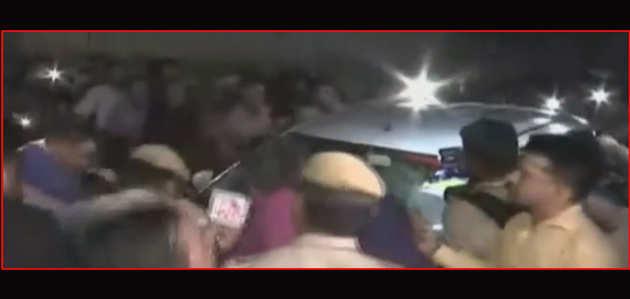पूछताछ के बाद सीबीआई ने पी चिदंबरम को गिरफ्तार किया