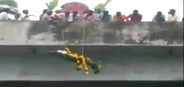 तमिलनाडू: शमशान में घुसने से किया मना तो शव को किया 'एयरड्रोप'