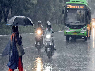 दिल्ली-एनसीआर में तेज बारिश, मौसम हुआ सुहाना