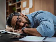 अधिकांश भारतीय मानते हैं कि वर्कप्लेस पर झपकी लेने से कार्यक्षमता में होता है सुधारः सर्वे