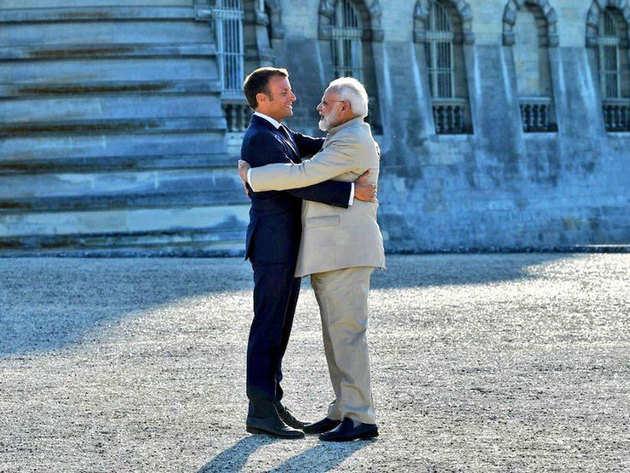 फ्रांस के राष्ट्रपति मैक्रों के साथ पीएम नरेंद्र मोदी
