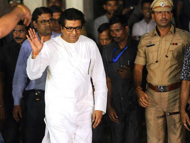 राज ठाकरे से अधिकारियों ने की पूछताछ