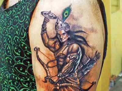 इन दिनों ट्रेंड में हैं कृष्ण के टैटू