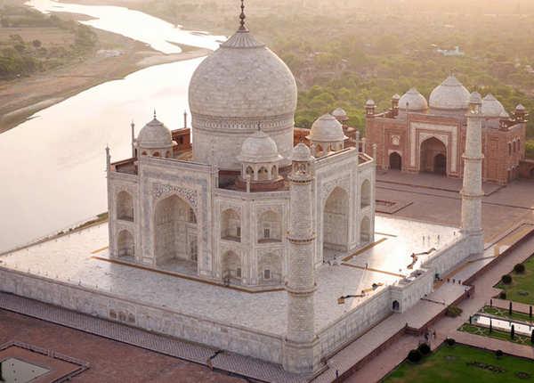 भारत की 10 ऐतिहासिक इमारतें जो खूबसूरती में देती हैं ताज महल को टक्कर