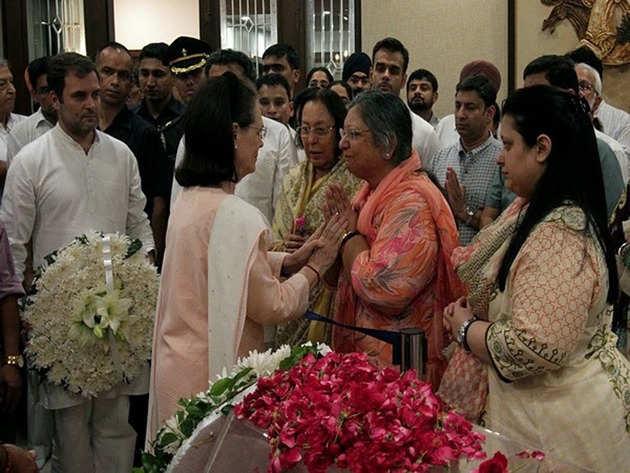 कांग्रेस अध्यक्ष सोनिया गांधी ने अरुण जेटली को अपनी श्रद्धांजलि दी