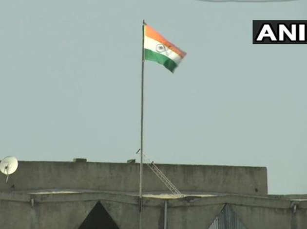 श्रीनगर सचिवालय पर लहराया तिरंगा