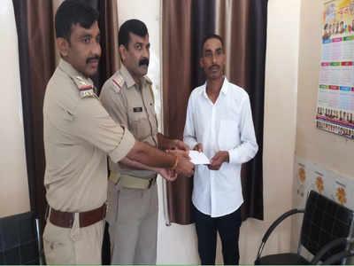 थानाध्यक्ष भगवत सिंह ने बटार को 12 हजार रुपये दे दिए