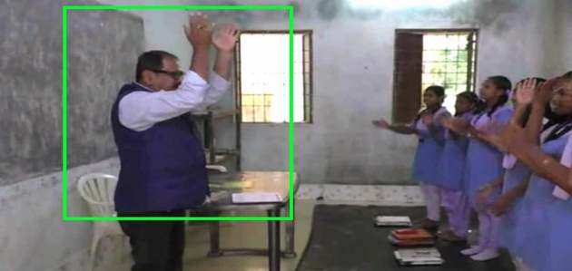 ओडिशा: नाच-गाकर बच्चों को पढ़ाते हैं 'डांसिंग सर', विडियो हुआ वायरल