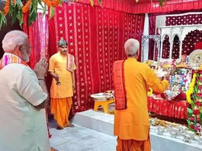 मंदिर में दर्शन करते पीएम मोदी