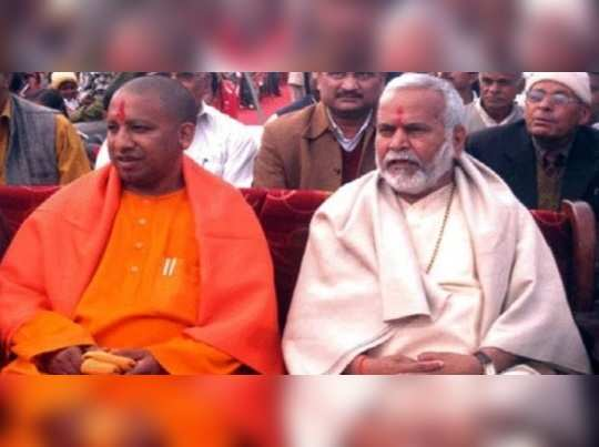 swami-Chinmayanand-with-yogi