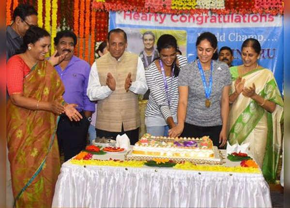पीवी सिंधु, मानसी जोशी और गुरु गोपीचंद का सम्मान