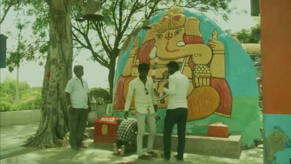 devotees paint this lord ganeshas idol everytime their wish gets fulfilled