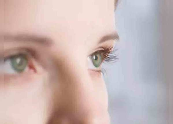 आंखों पर प्रभाव