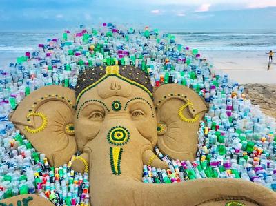सुदर्शन पटनायक ने रेत पर बनाई कलाकृति