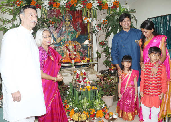 विवेक ओबरॉय परिवार के साथ