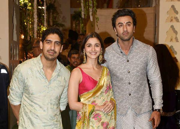 अयान, रणबीर और आलिया पहुंचे साथ
