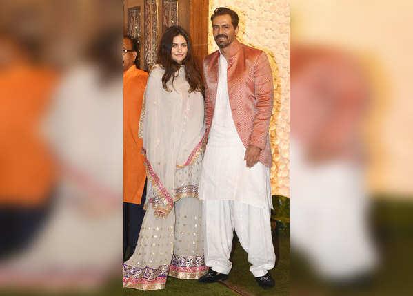गर्लफ्रेंड के साथ पहुंचे अर्जुन रामपाल