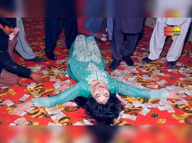 महक मलिक का डांस, जो कहलाती हैं पाकिस्तान की सपना चौधरी