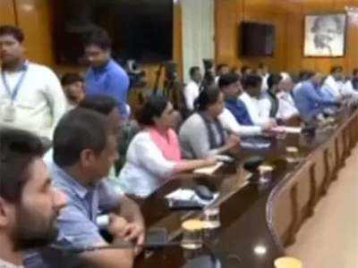 गृह मंत्री से मिले कश्मीर के पंचायत प्रतिनिधि