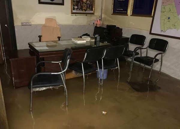 पुलिस स्टेशन में भी घुसा पानी