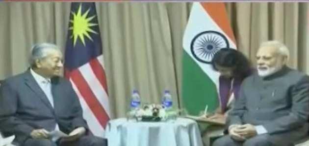 रूस में पीएम मोदी ने के मलेशिया के प्रधानमंत्री से मुलाकात