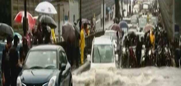 Mumbai Rains: अगले 24 घंटे के लिए IMD ने जारी किया रेड अलर्ट