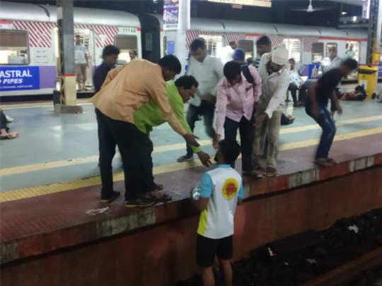 commuters-stuck-on-railway-