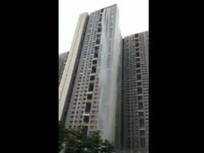 इमारत से गिरा झरना