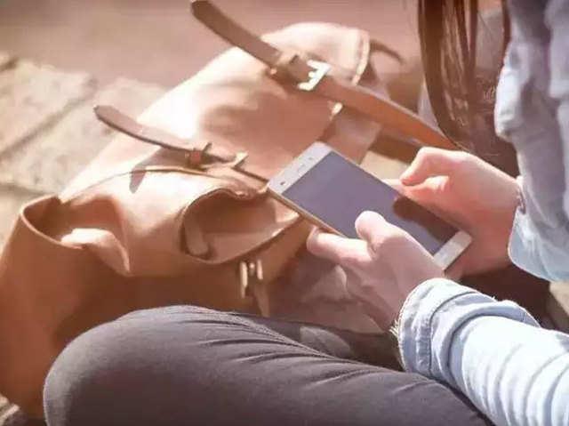 एक स्मार्टफोन ब्रैंड के प्रति दीवानगी, खरीद डाले 165 फोन