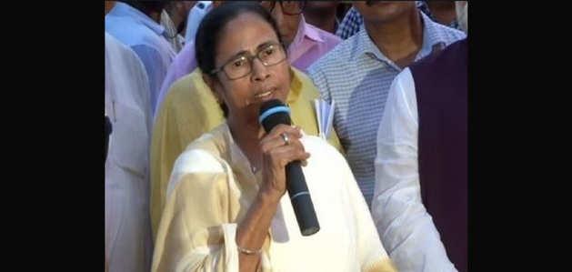 ममता बनर्जी ने कहा- 'आर्थिक आपदा' से देशवासियों का ध्यान भटकाने की कोशिश है चंद्रयान-2 मिशन