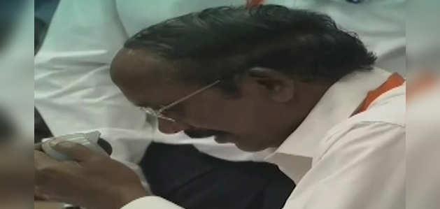 चांद की सतह से 2.1 किलोमीटर की दूरी पर विक्रम लैंडर से संपर्क टूटा: ISRO प्रमुख के सिवन