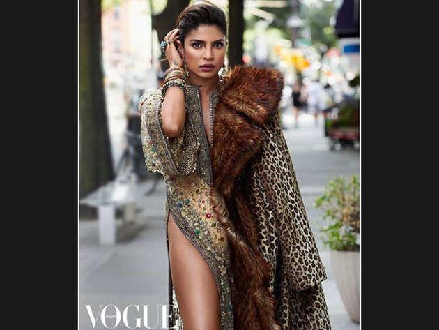 प्रियंका चोपड़ा इंटरनैशनल फैशन आइकन बन चुकी हैं। फिलहाल वोग इंडिया के लिए उनका लेटेस्ट फोटोशूट चर्चा में हैं। यहां देखें उनकी तस्वीरें... (Courtesy: Priyanka Chopra Instagram)