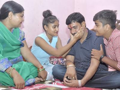 परिवार के साथ पंकज शर्मा