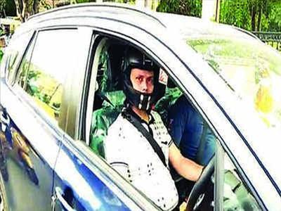 हेल्मेट नहीं पहनने पर कार चालक को चालान
