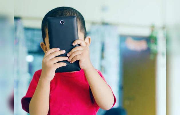 तीन साल के बच्चे को फोन की लत, डॉक्टरों ने की काउंसलिंग