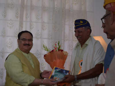 जनरल विशंभर सिंह से मिलने पहुंचे जे पी नड्डा