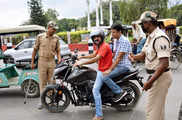 मोटर वीइकल ऐक्ट: गुजरात ने 90% तक कम किया ट्रैफिक जुर्म...