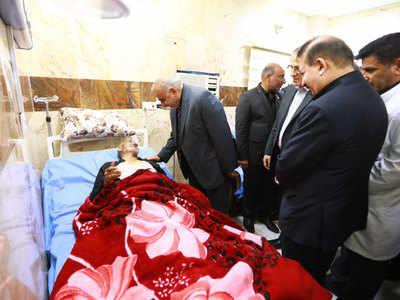 घायलों का हाल लेते इराक के PM